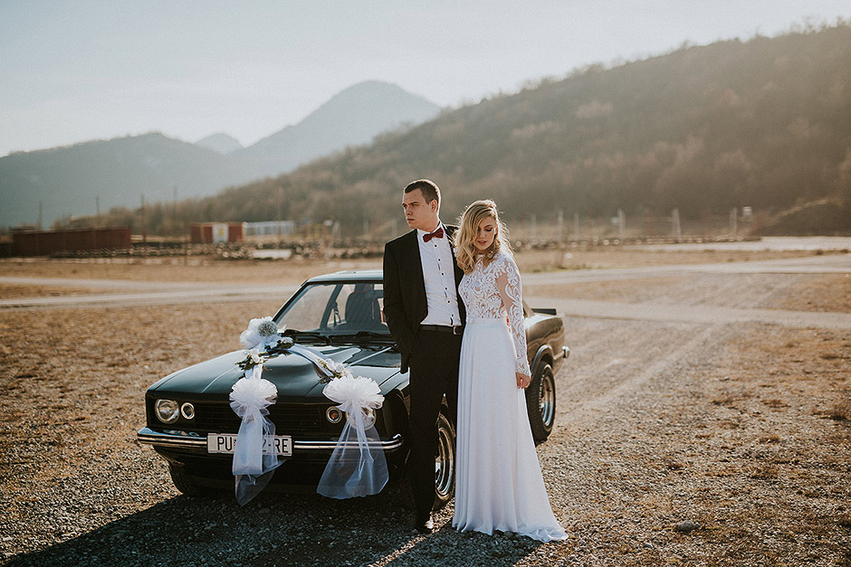 Muscle car wedding couple